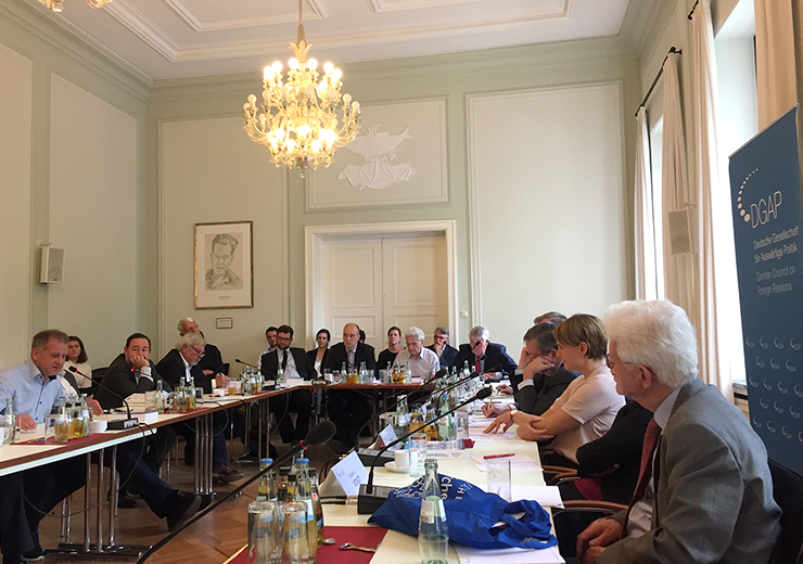 German Foreign Policy Council Discussed NATO Expansion after the Cold War